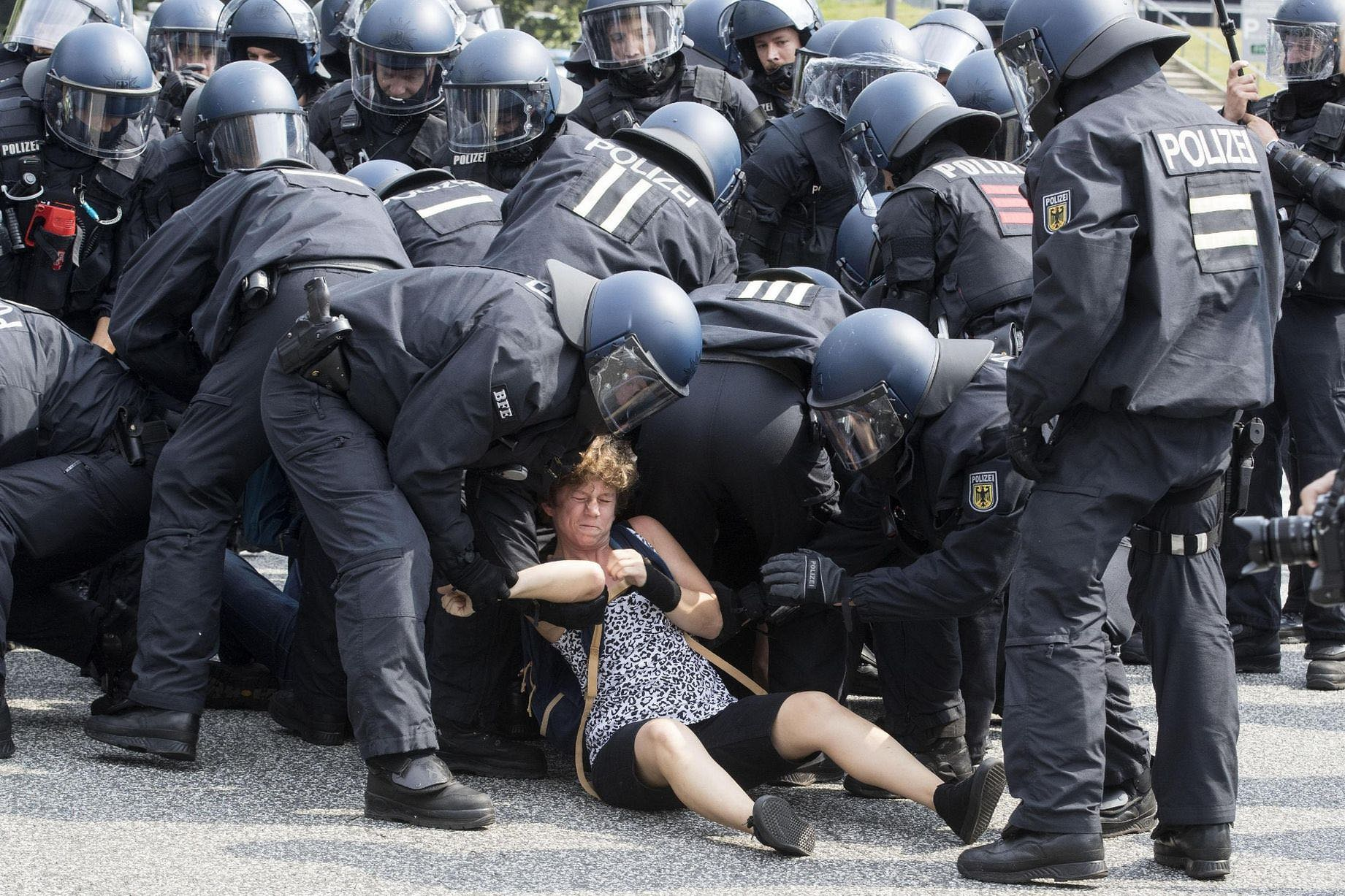 G20 solidarity with the police