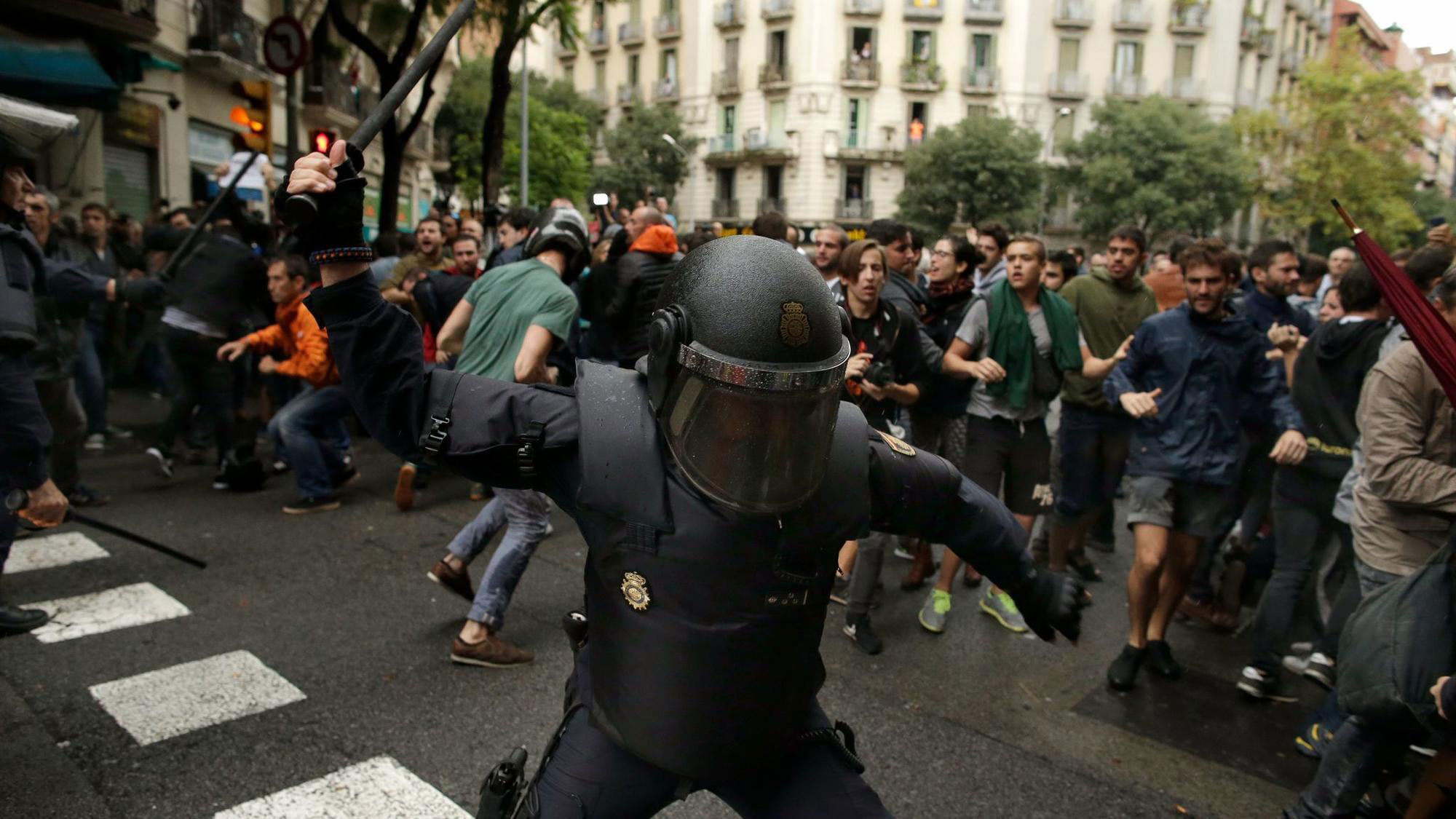 Spanish police attacking people in Catalunya.